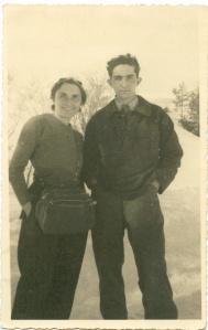 Ada-Gobetti-con-il-figlio-Paolo-all'inizio-del-viaggio-in-Francia-inverno-44-compiuto-con-una-traversata-durata-72-ore-small