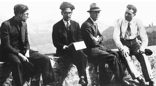 Franco-Antonicelli-con-il-cappello-assieme-a