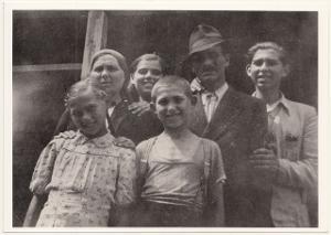 Edith Bruck con la famiglia